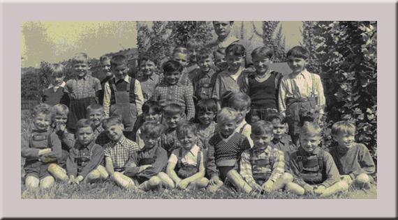Meine Klasse in der Wallenbaumschule mit Lehrer Pfeifer